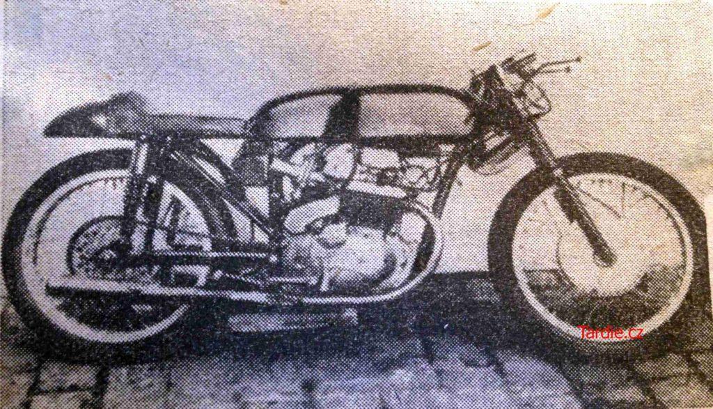 Zavodní motocykl JAWA 250 OHC s původním řešením přerušovače