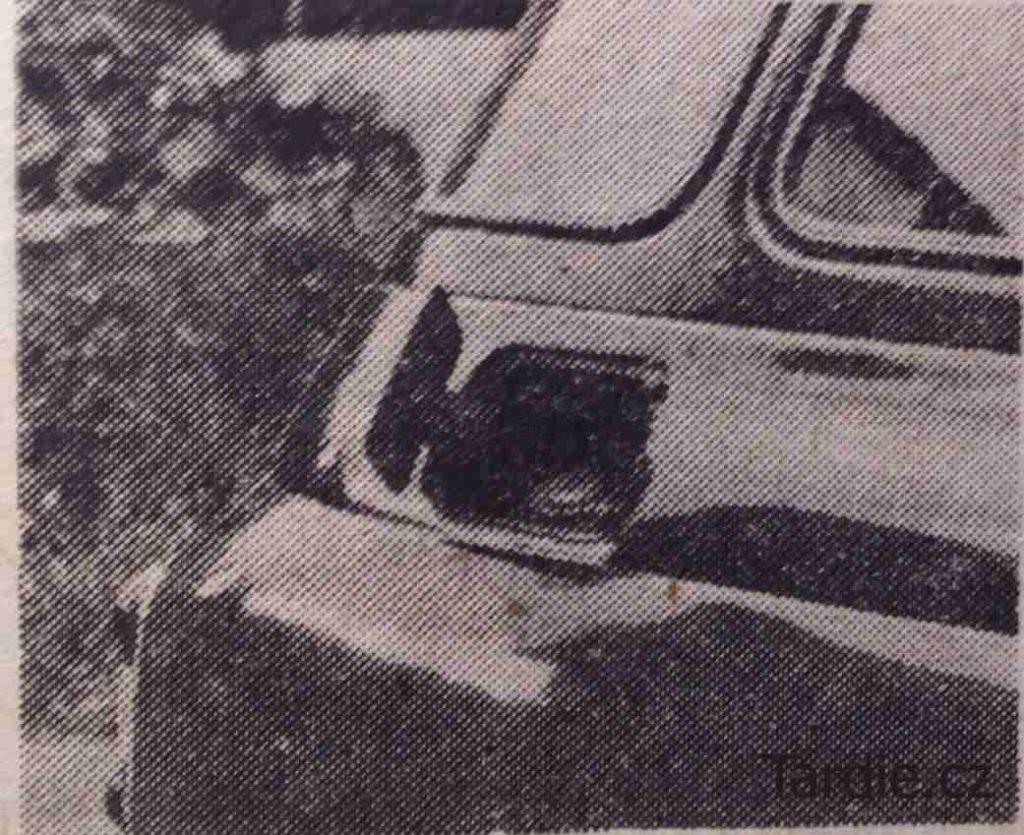 Hrdlo palivové nádrže, uložené v zadním blatníku, je pod víčkem zajištěným z vnitřku vozu