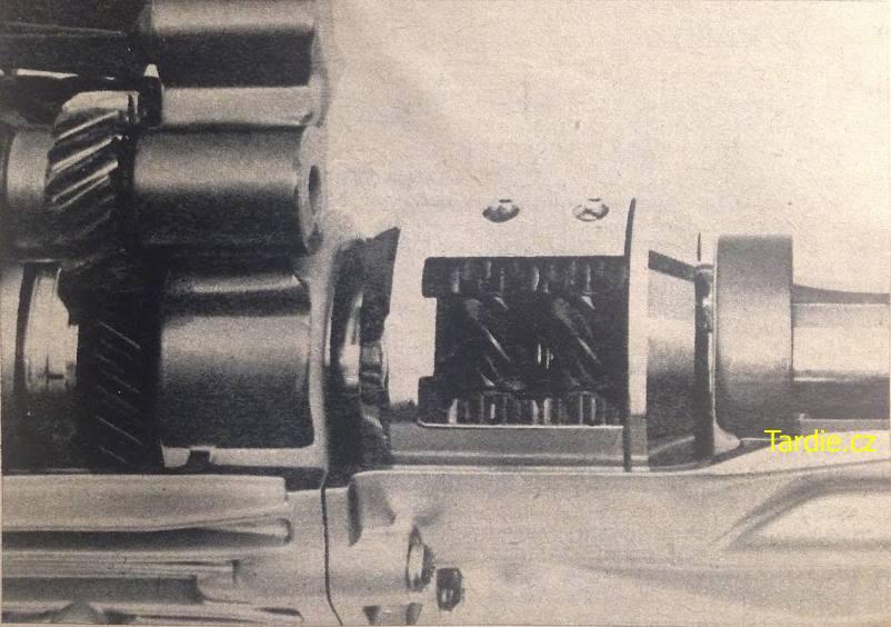 Šnekový diferenciál navazující stavebně přímo na pětistupňovou převodovku