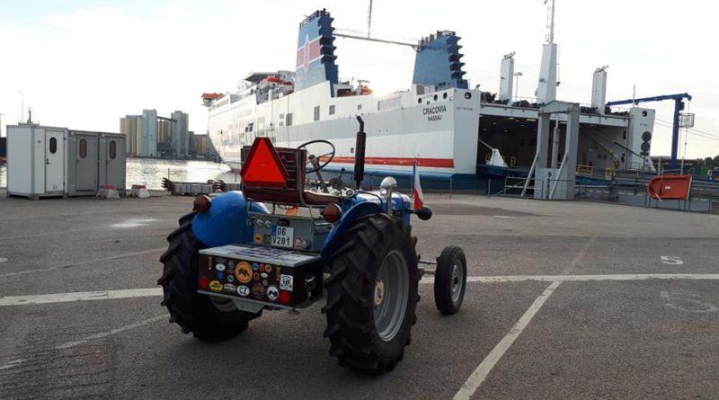 Traktorový nadšenec Havelka se po třech týdnech vrátil ze Švédska na Vysočinu, urazil více než 3 tisíce kilometrů!