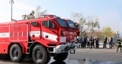 Hasiči převzali nové speciály TATRA s pancéřovanými kabinami